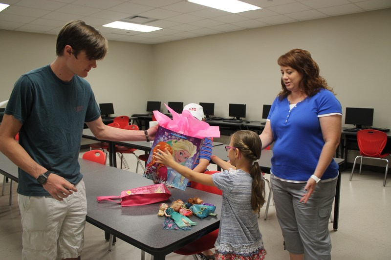 Girl Receives Prosthetic Hand Designed by VWHS Student Thumbnail Image
