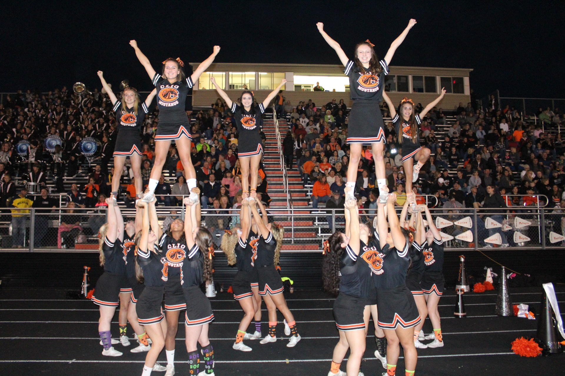 photo of cheerleaders in pyramid formation