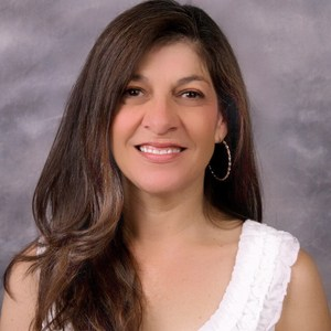 Elizabeth Fernandez '83's Profile Photo