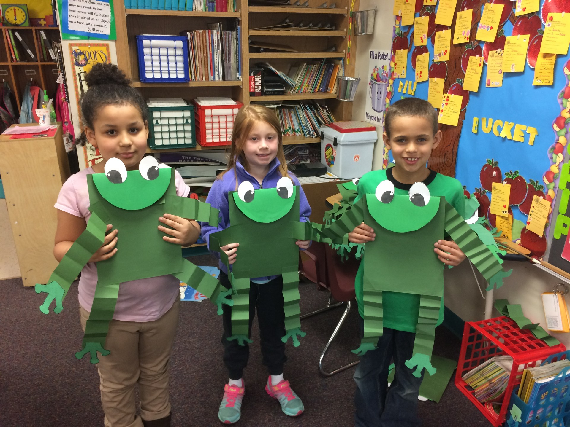Students with frog project.