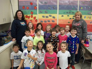 Mrs. Fussell's class is wearing 100 Day of School t-shirts.