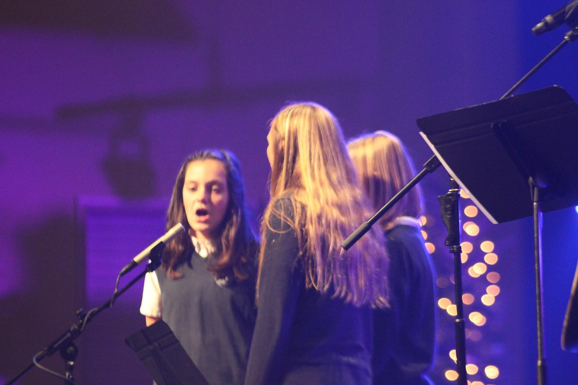 3 girls singing Christmas songs
