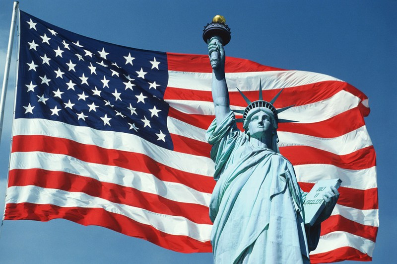 Picture of the U.S. flag and statue of liberty