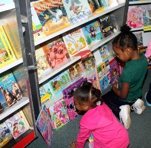 book fair pix 3.jpg