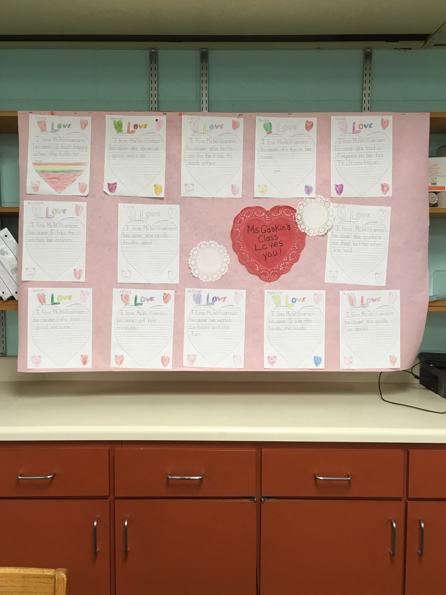 Students write letters of thanks for our counselor