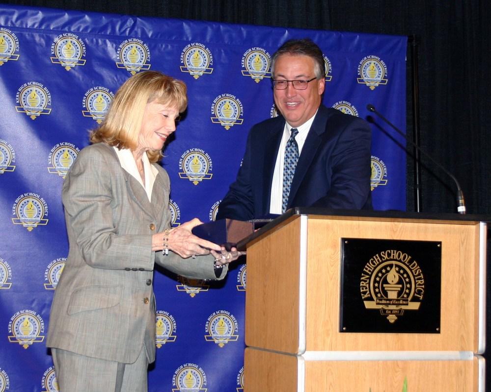 Dr. Kim Flachmann receiving award