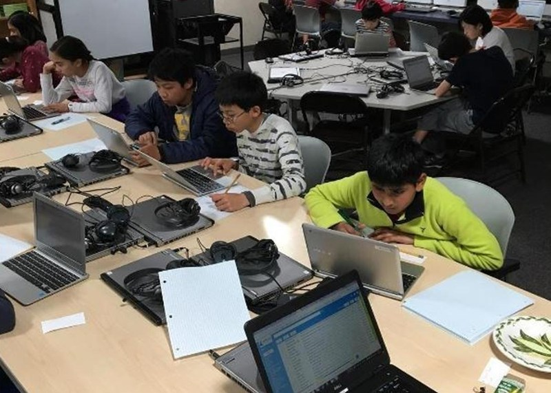 Ten Moreland Students Advance to MathCon 2017 Thumbnail Image