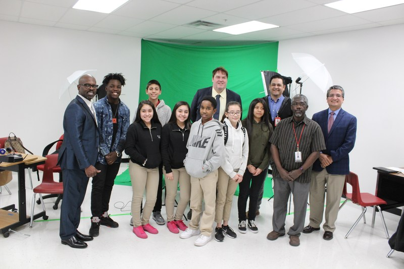 President of Boinx Software visits Manor Middle School Thumbnail Image