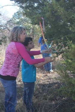 curtis_students_decorating_trees5_121913.jpg