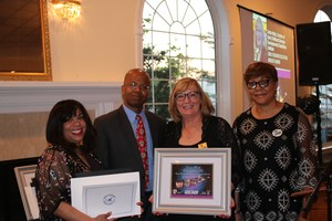 Dr. Linda Hobbs and L.I. Head Start with award