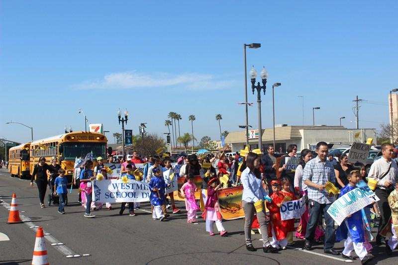 parade marchers