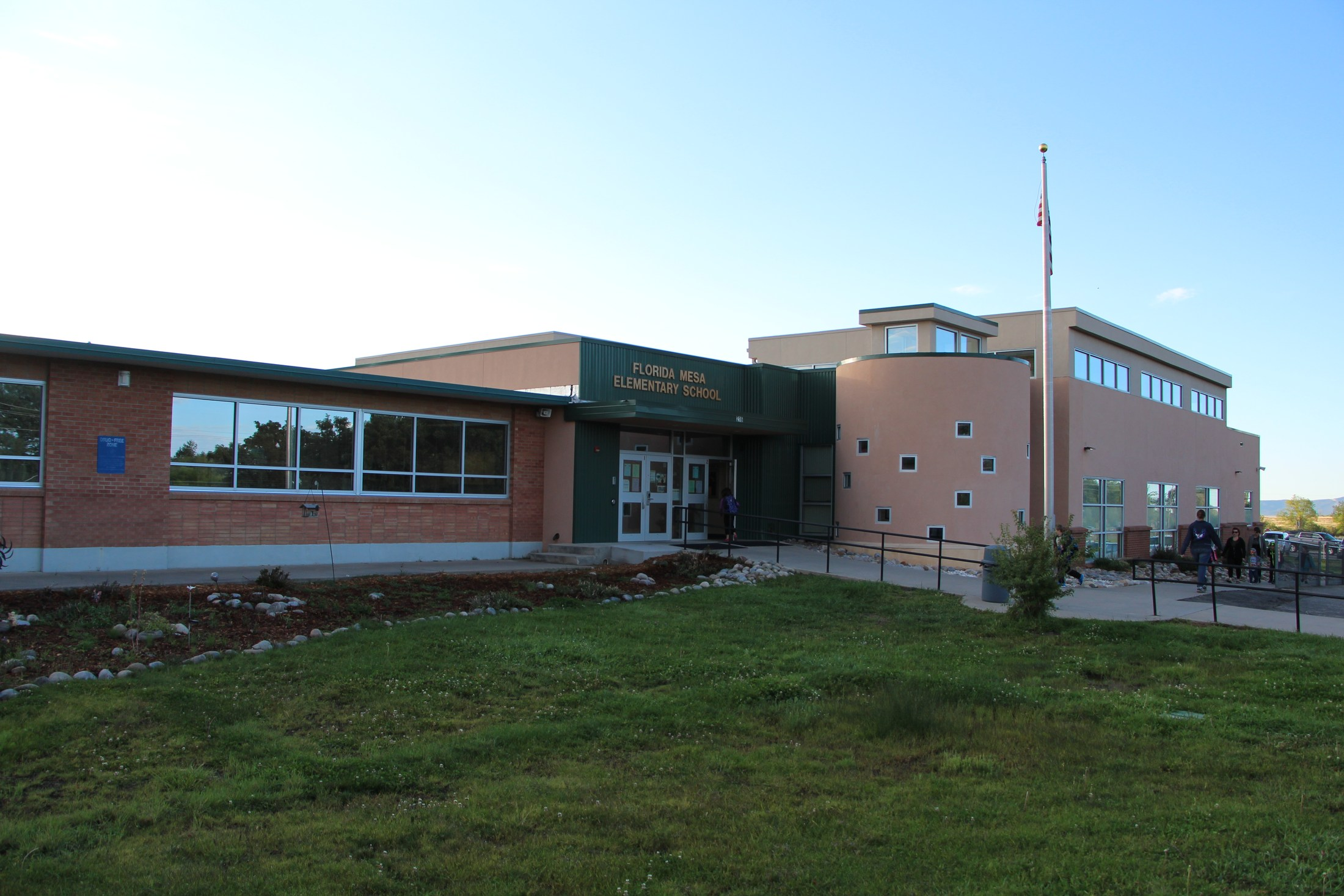 Exterior of Florida Mesa Elementary School.