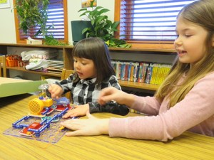 Students playing snap circuits