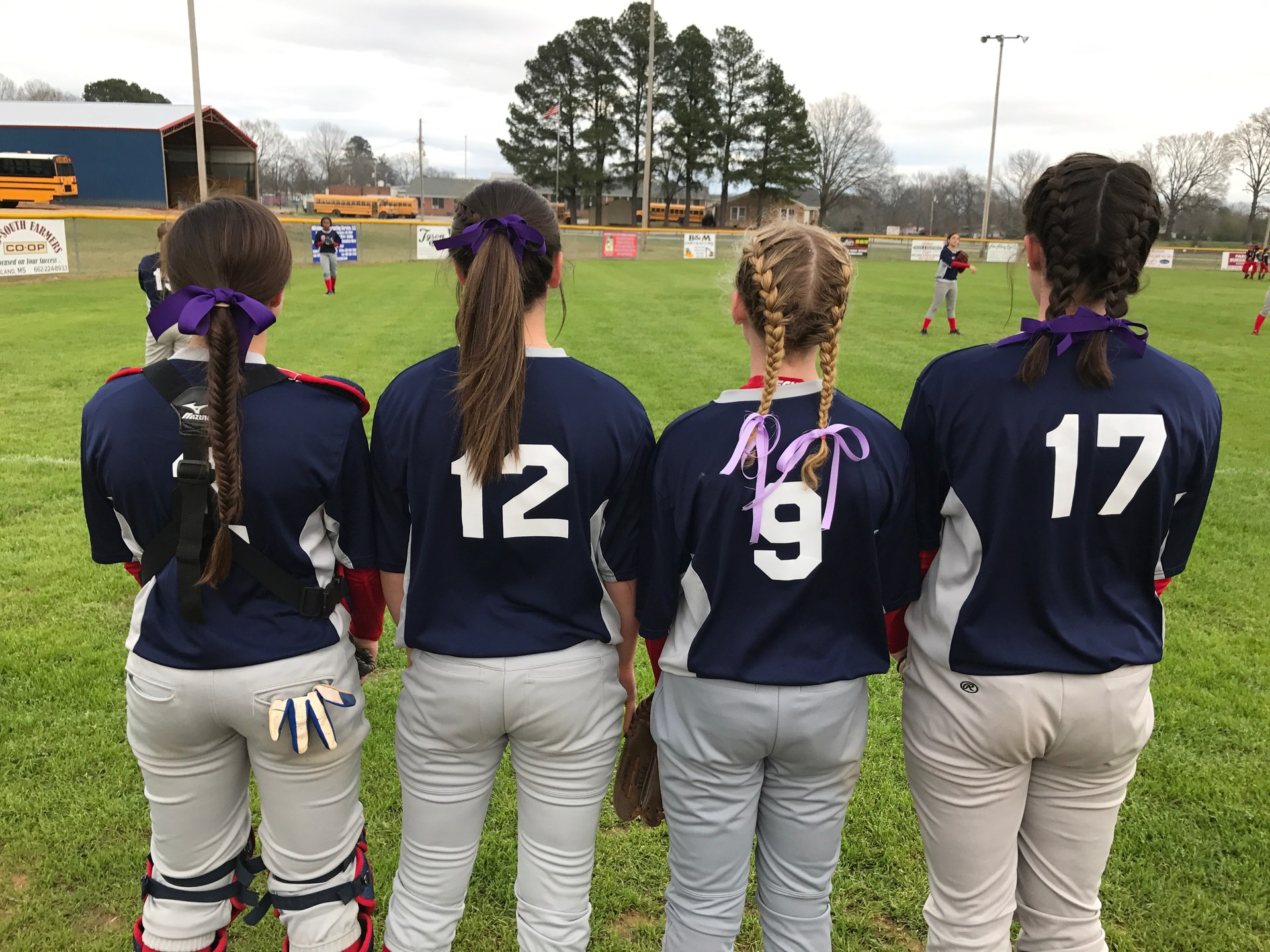 4 softball girls