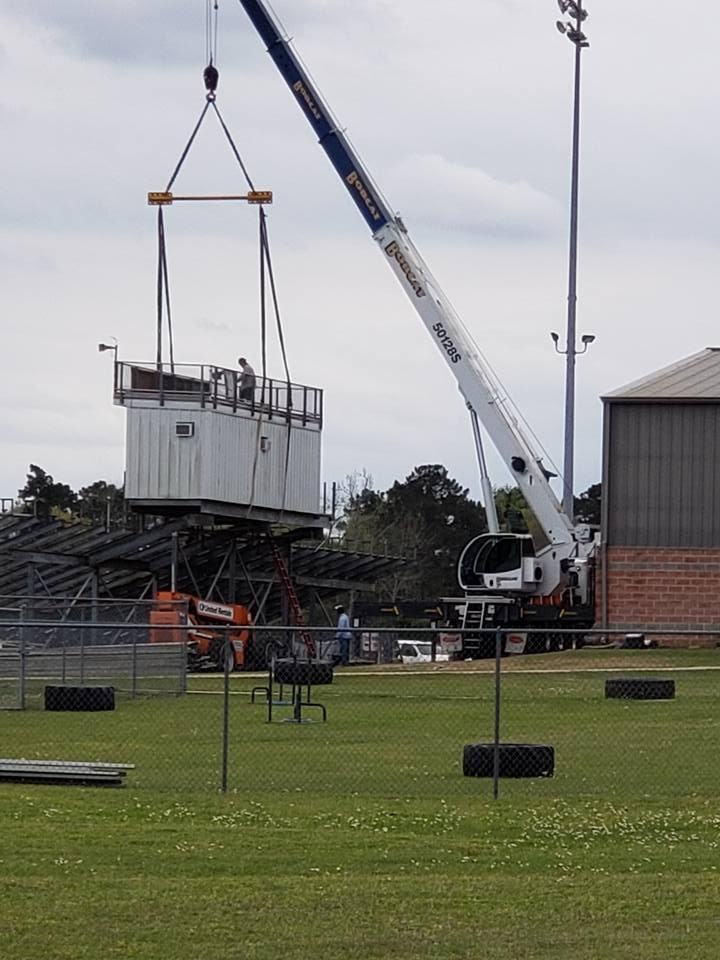 Photo of Trojan Stadium press box being removed - closer view