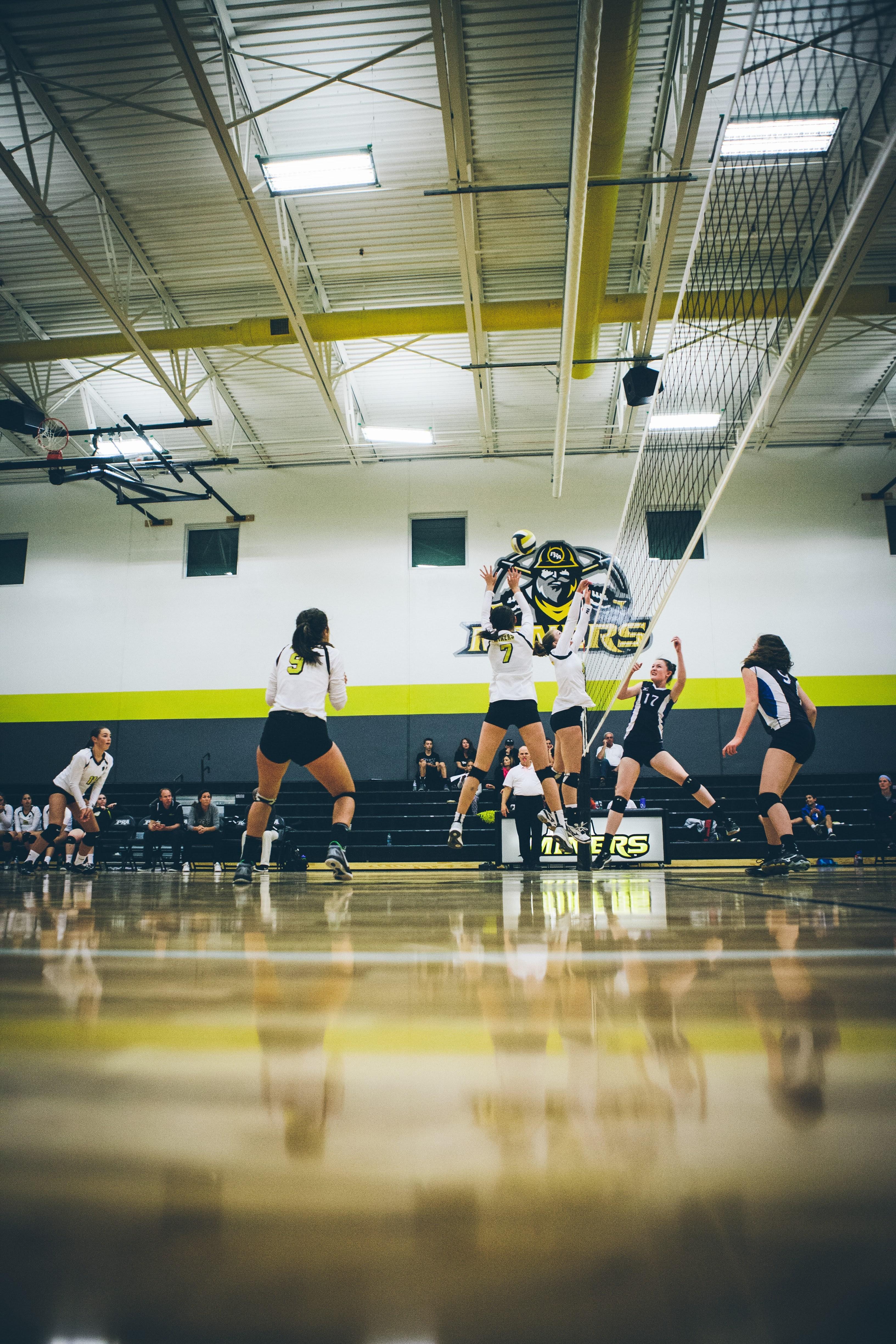 PRA Volleyball players blocking