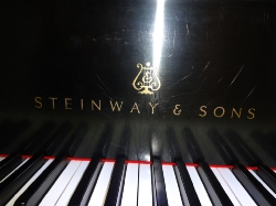 wright_guest_pianist_visits_grades1_2_thru_5_020414.jpg