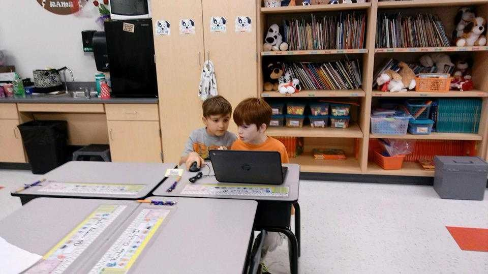 1st graders using Google Classroom to collaborate on Google Slides