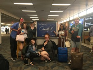 BHS theatre students posing for picture at airport gate