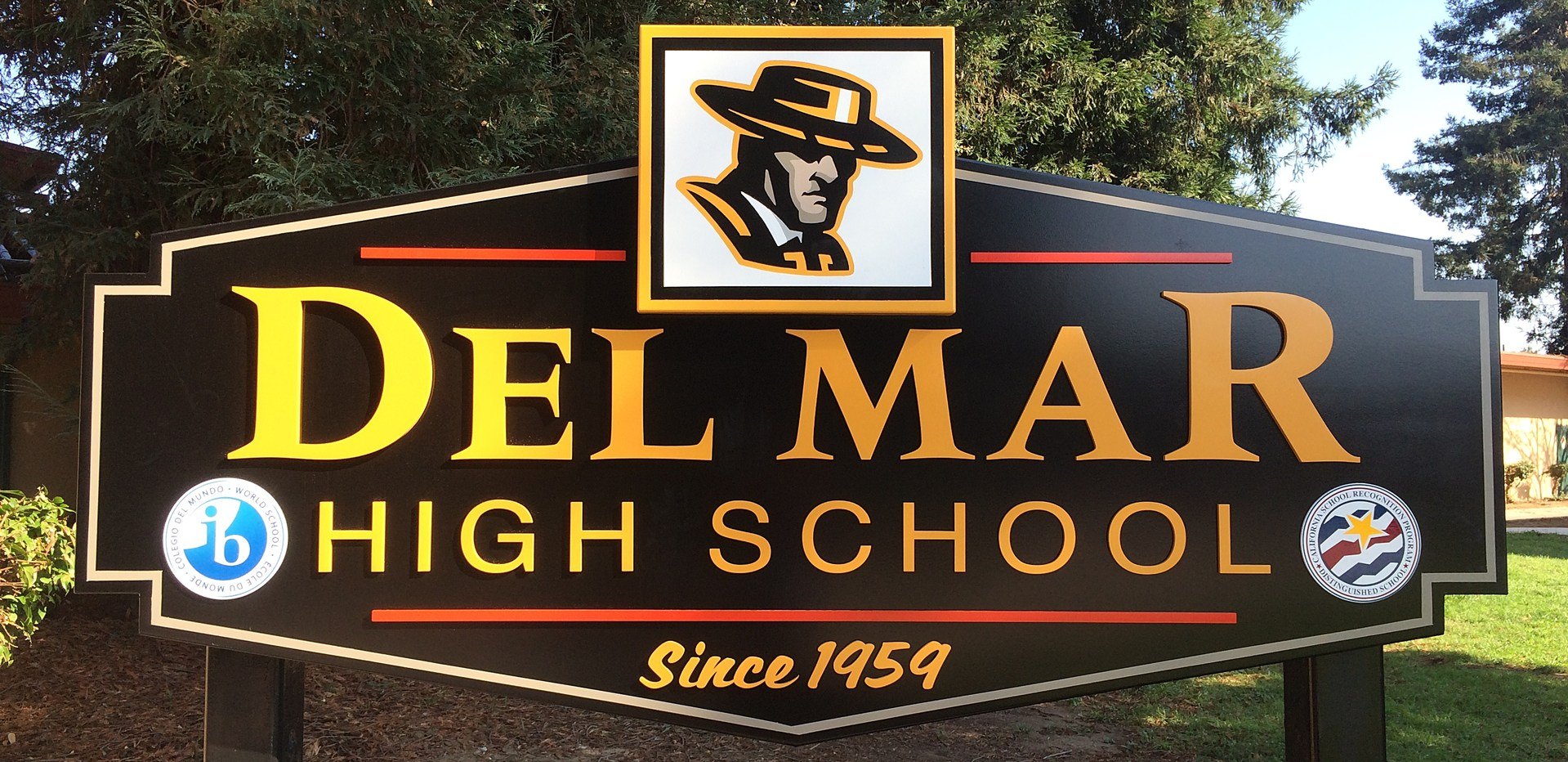 Image of Del Mar High School sign at front of school