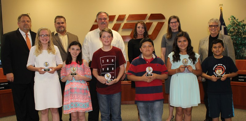 fifth grade citizenship award winners with school board members