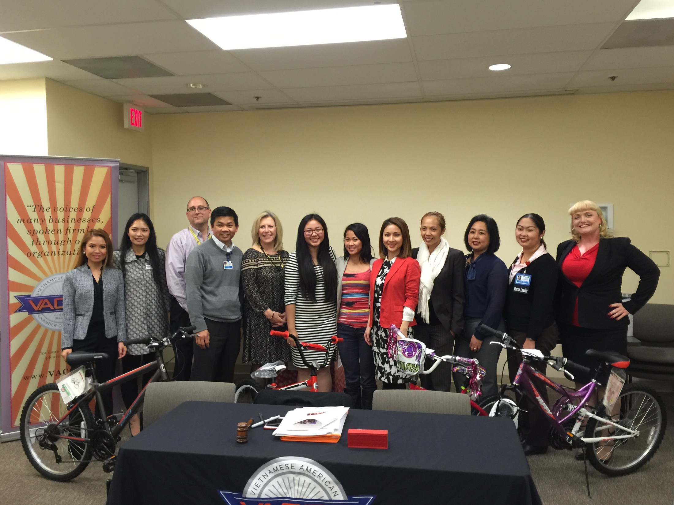Vietnamese American Chamber of Commerce & Kaiser GG Donated Gifts to Every Child Succeeding