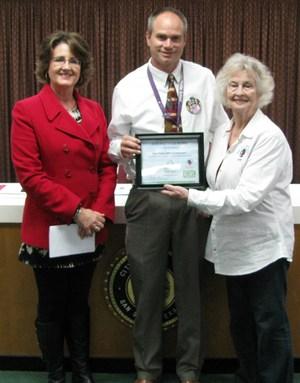 Mrs. Glaze and Dr. Bohensky receive certificate from Keep San Saba Beautiful!