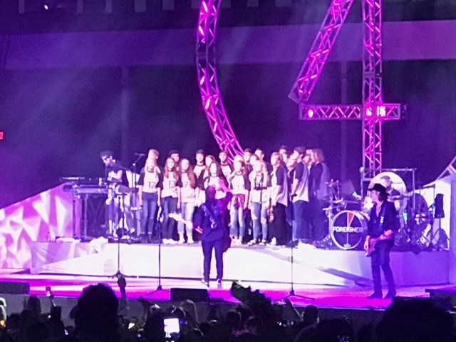 WCHS Choir sings with Foreigner!!