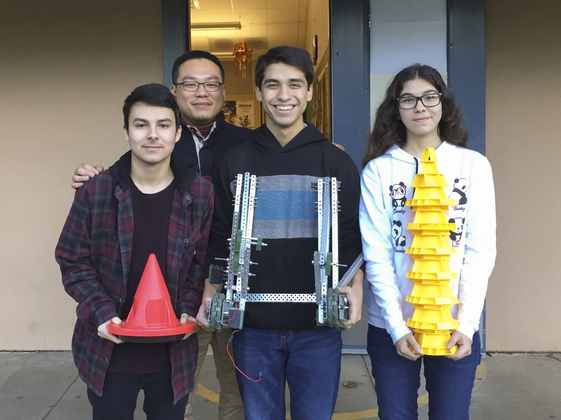 Ukiah High School STEM Club Builds Engineering and Teambuilding Skills Thumbnail Image