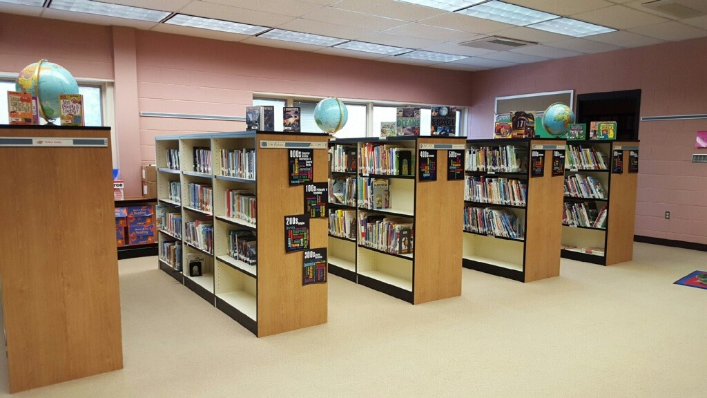 Picture of the Ebner Elementary library.