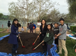Eighth grade students work in the Teaching Garden with Dr. Debbie Kotani and Dr. Linda Nakagawa (left).