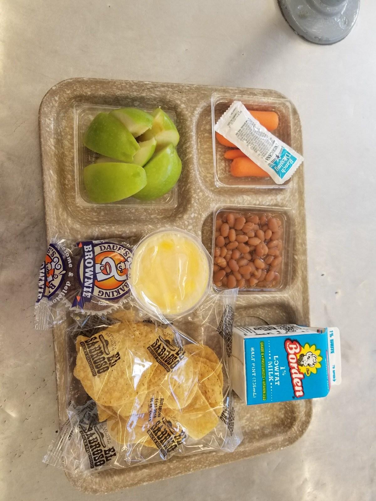 nachos lunch tray