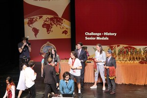 Photo of 2018 World Scholar's Cup Students in Athens receiving medals