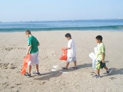 Coastal Clean up 2009 jacob.JPG