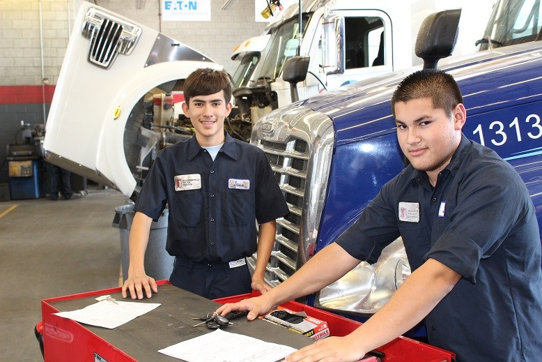 Bakersfield Truck Center takes training to new level Thumbnail Image