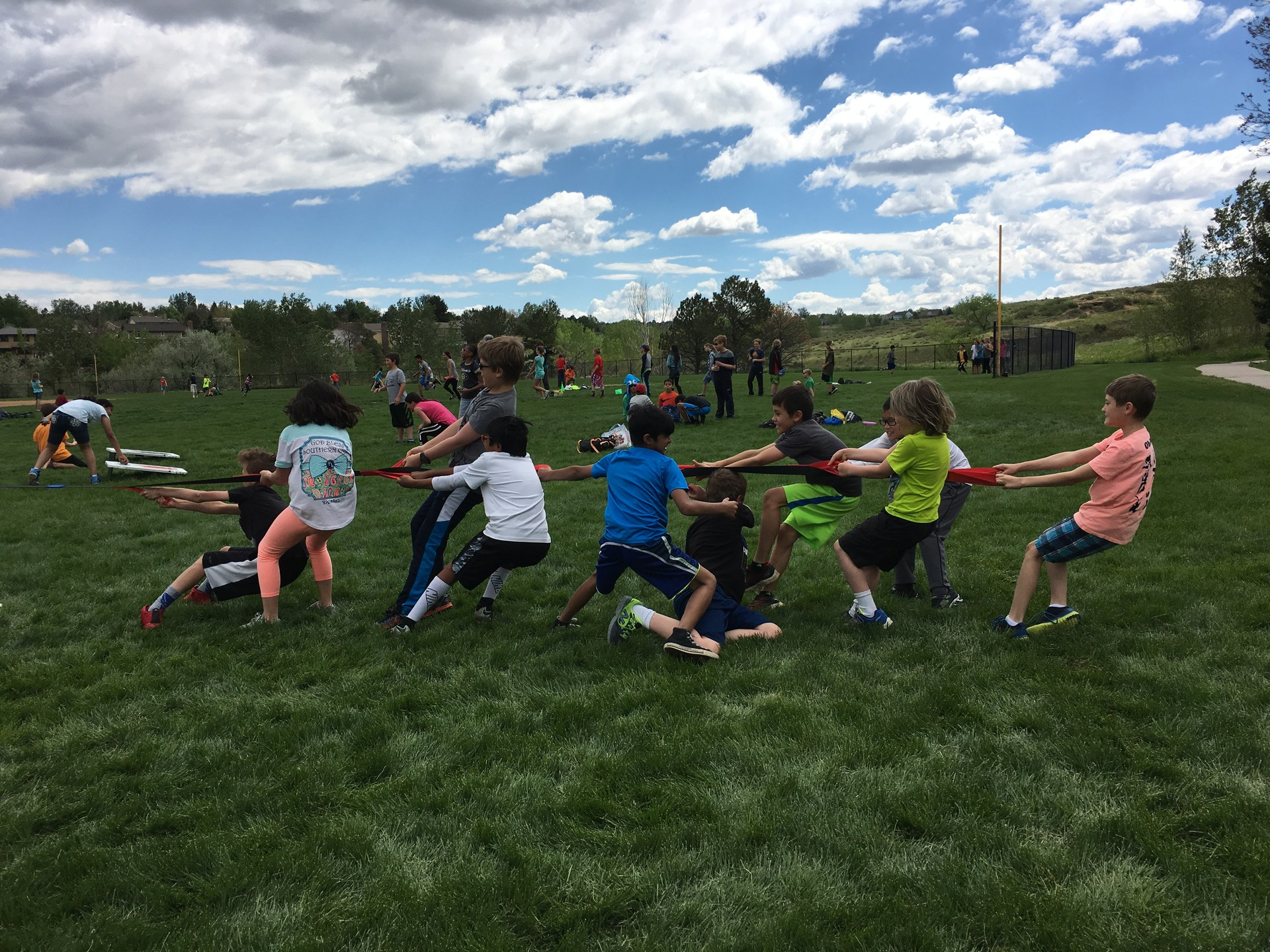 middle school students tug of war