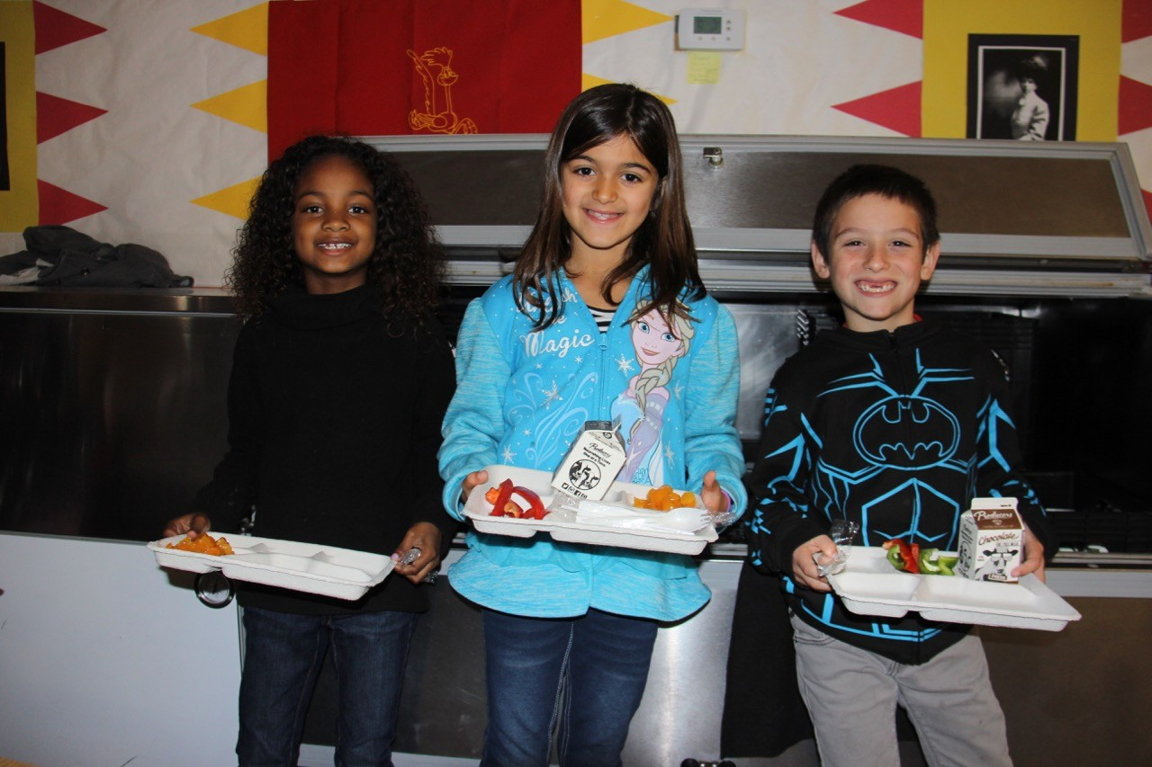 Picture of students with their lunches