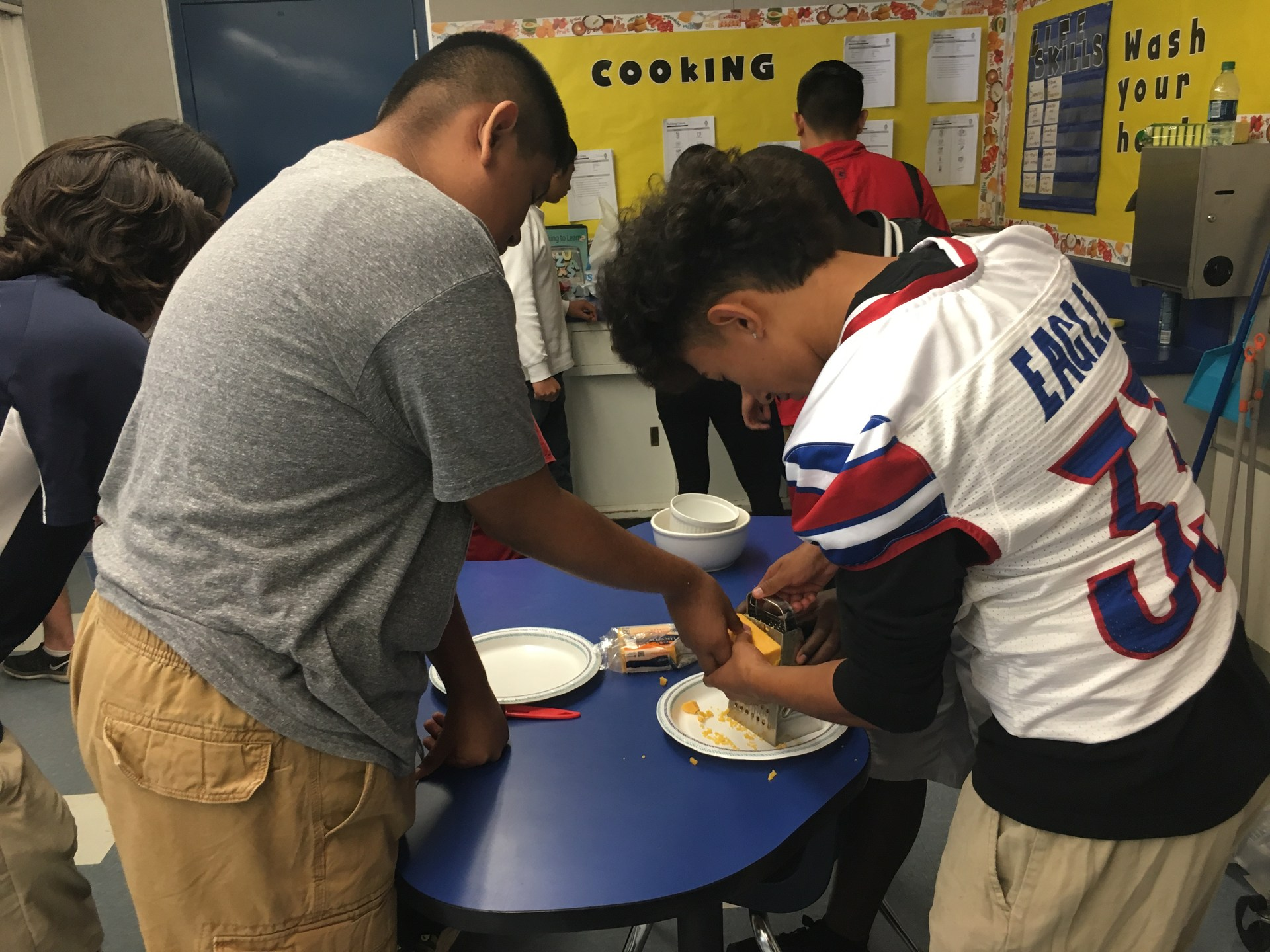 AVID Ambassadors making lunch with Mrs. Kampen's students.