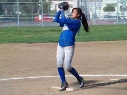 LAHS-Pitcher-Yesenia-2009-4A.jpg