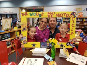 MCISD elementary students along with their parents read