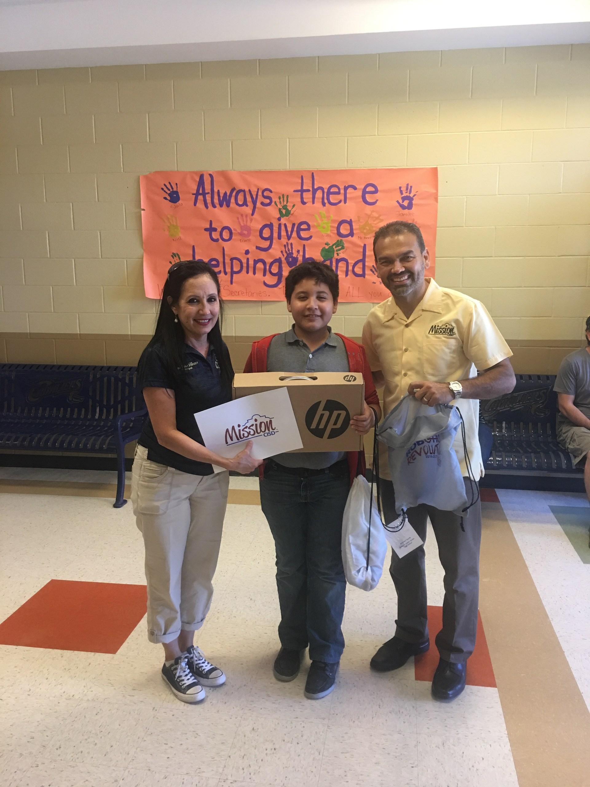 Ganador del Chromebook at Rafael Cantu Jr. High