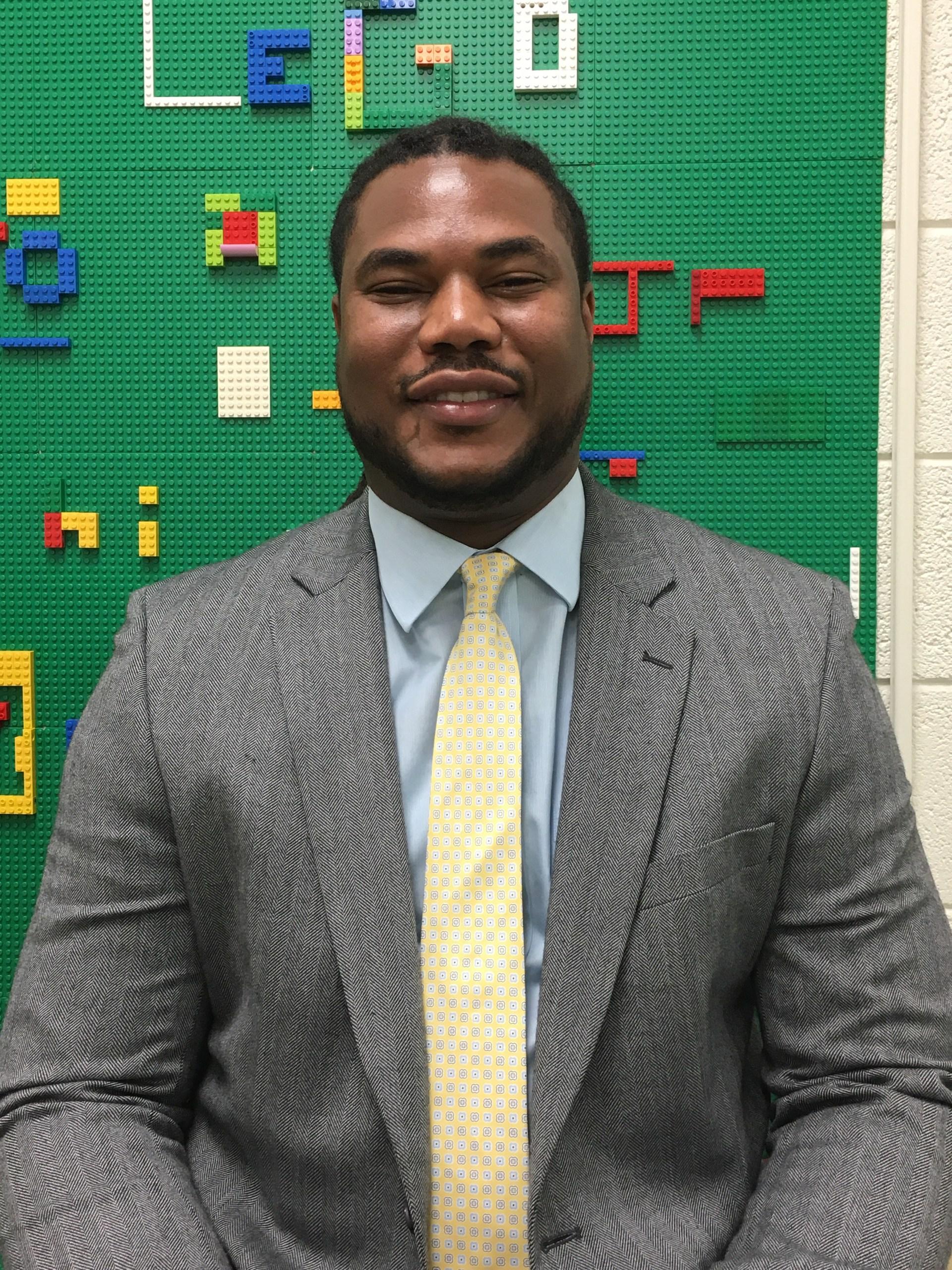 Assistant Principal Steven Mills