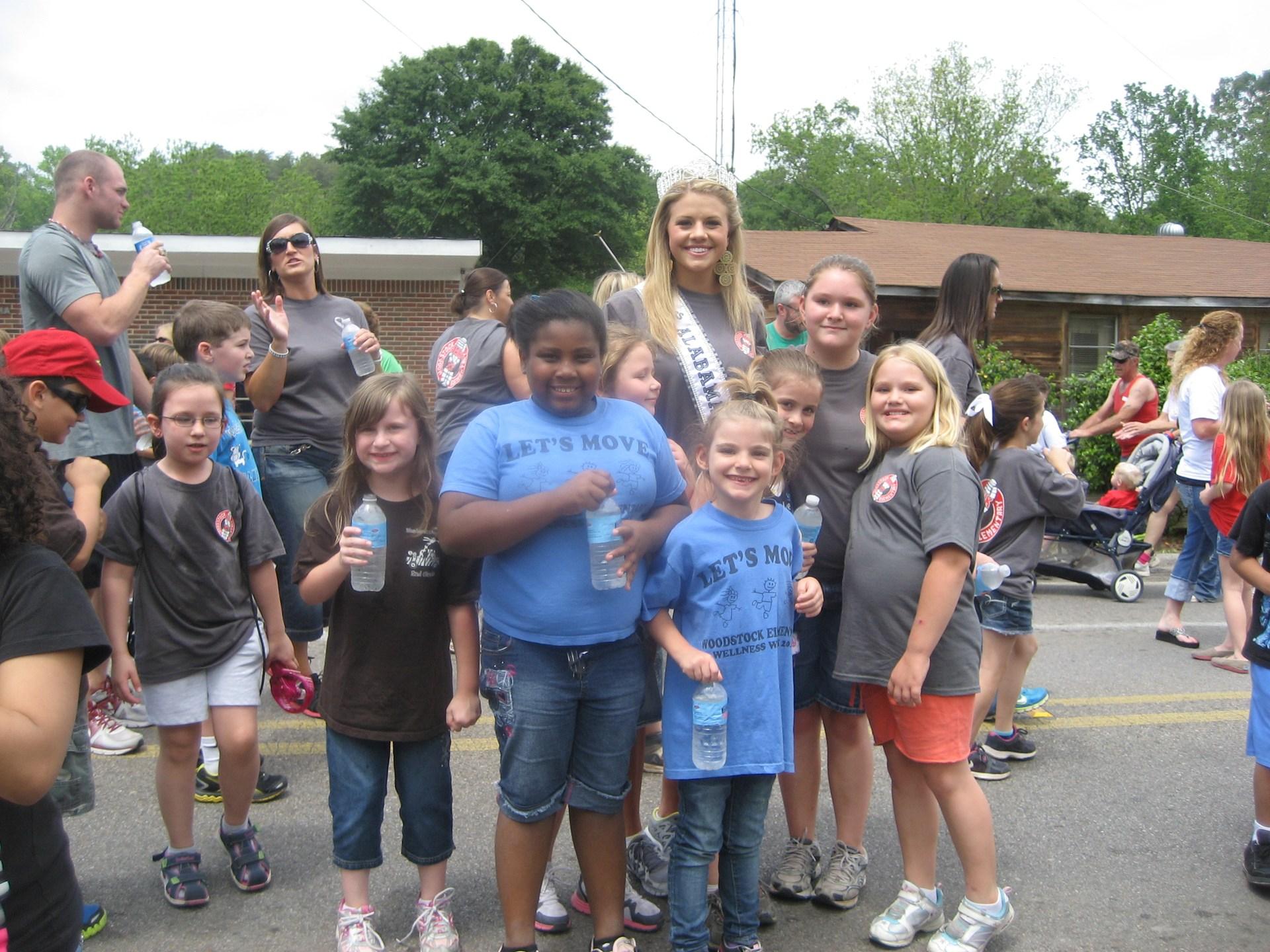 2017 Woodstock Elementary Wellness Walk Student Photo