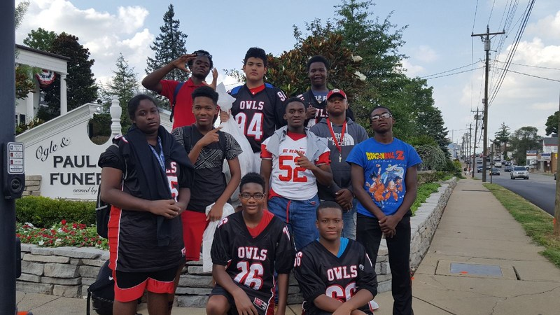 Mt. Healthy Owls Football Players Provide Service to Community Featured Photo