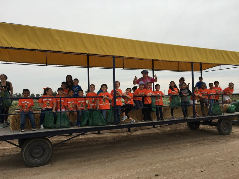 1st grade travels to Farm Smart at the Desert Research and Extension Center! Thumbnail Image