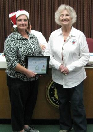 Mrs. Shackelford receives certificate from Keep San Saba Beautiful!