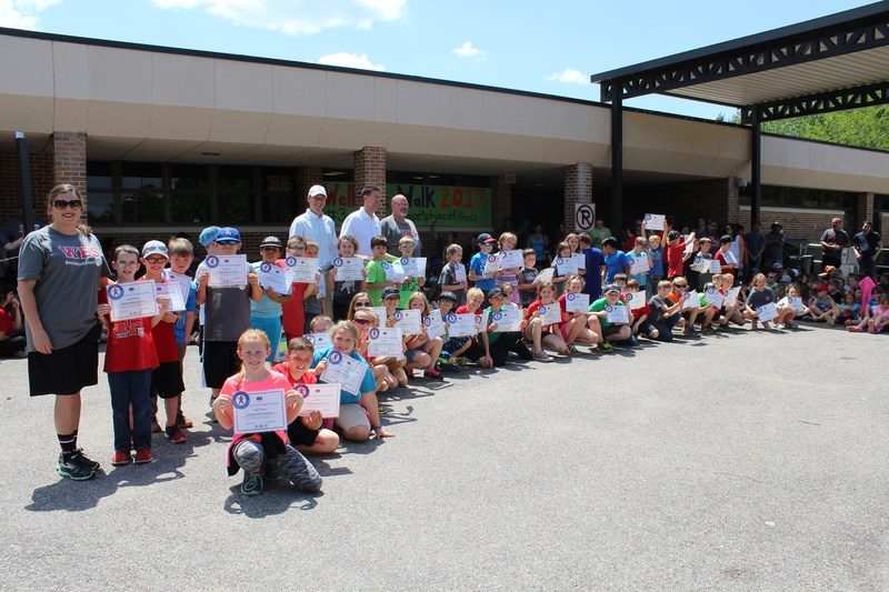 group of students who got fitness award with principal