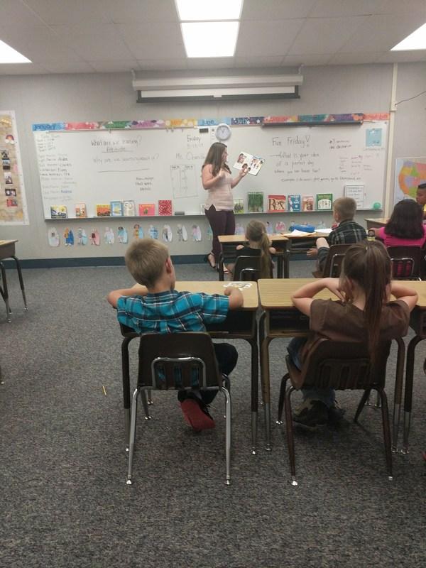 Lauren Egbert reading to students.