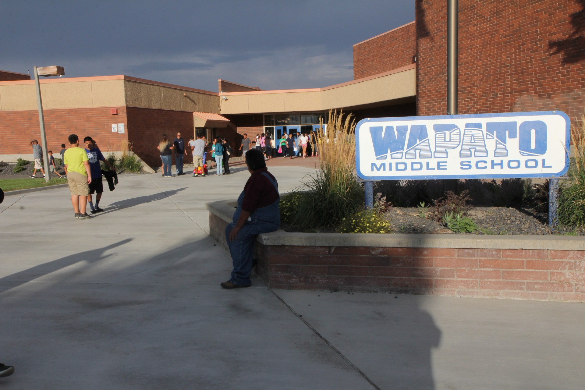 Exterior of Wapato Middle School