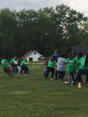 which team is stronger?  who will win the tug of war?